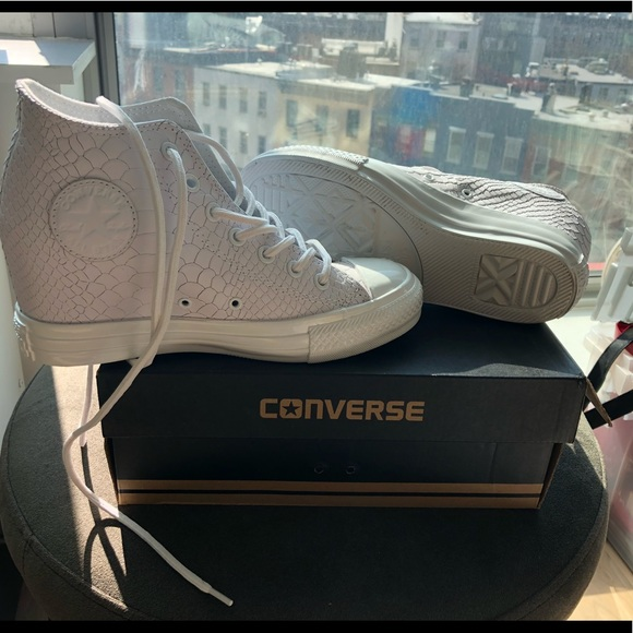 converse chuck taylor mid lux
